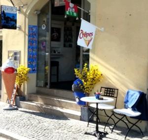 Stella Eis Café Crêpes in Regensburg direkt an der Steinernen Brücke